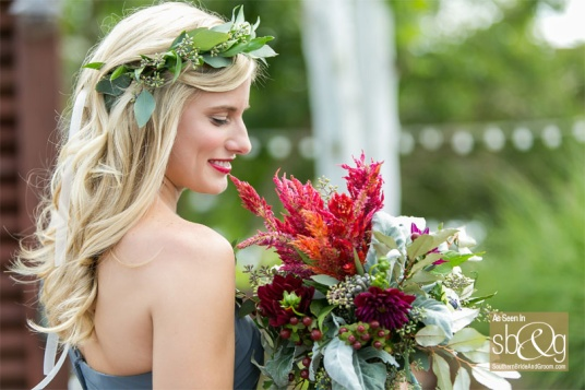 Southern-Bridemaid-with-Red-Bouquet-web.jpg